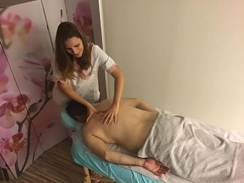Avslappende kroppsmassasje med maderoterapi